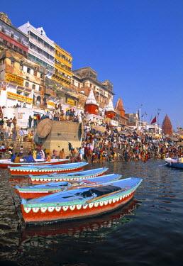 IN04068 River Ganges, Varanasi (Benares), Uttar Pradesh, India