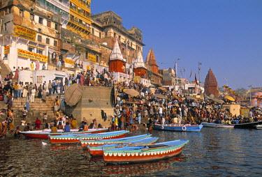 IN04069 River Ganges, Varanasi (Benares), Uttar Pradesh, India