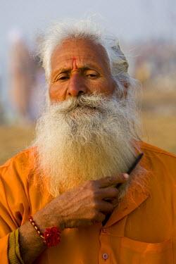 IN04110 Sadhu at Kumbh Mela festival, Allahabad, Uttar Pradesh, India