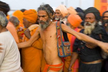 IN04129 Sadhus at Kumbh Mela festival, Allahabad, Uttar Pradesh, India