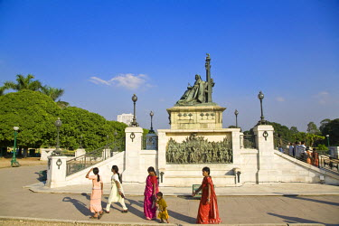 IN04151 India, West Bengal, Kolkata, Calcutta, Chowringhee, Victoria Memorial, Statue of Queen Victoria on throne wearing the robes of the star of India