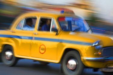 IN04159 India, West Bengal, Kolkata, Calcutta, Yellow ambassador taxi