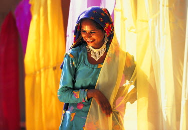 IN05062 Woman, Pushkar, Rajasthan, India