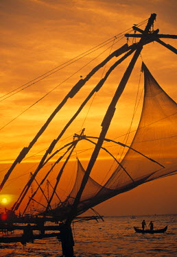 IN06005 Fishing nets at sunset, Cochin, Kerala, Imdia