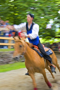 IT06203 Oswald von Wolkenstein Ritt festival, Siusi, Trentino-Alto Adige, Italy