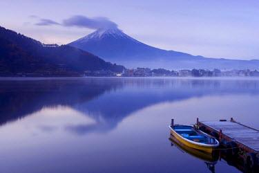 JP03409 Mt. Fuji & Lake Kawaguchi, Kansai region, Honshu, Japan