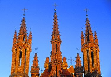LT01009 St Annes and Bernadines churches, Vilnius, Lithuania