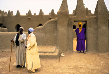 ML01001 Mosque at Sennissa, Nr Djenne, Mali