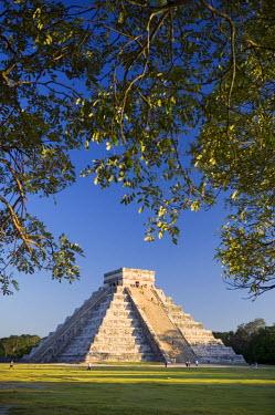 MX03293 El Castillo, Chichen Itza, Yucatan, Mexico
