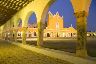 MX03308 Convent of Izamal, Yucatan, Mexico