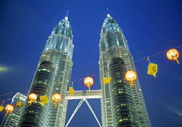 MY01031 Petronas towers, Kuala Lumpur, Malaysia
