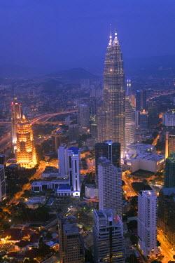 MY01039 Petronas Twin Towers from KL Tower, Kuala Lumpur, Malaysia
