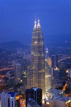 MY01040 Petronas Twin Towers from KL Tower, Kuala Lumpur, Malaysia