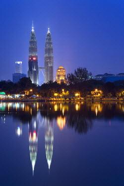 MY01042 Petronas Twin Towers and lake, Titiwangsa  Park, Kuala Lumpur, Malaysia