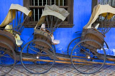 MY02074 Old rickshaws & house front, Georgetown, Penang, Malaysia