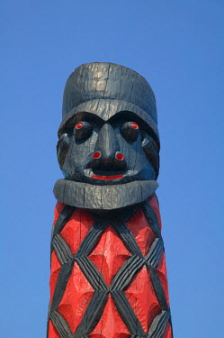 NC01066 New Caledonia, Central Grande Terre Island, La Foa, totem pole display at the sculpture garden