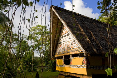 MI01016 Museum Bai (traditional Palauan mens meeting house), Koror, Palau, Micronesia