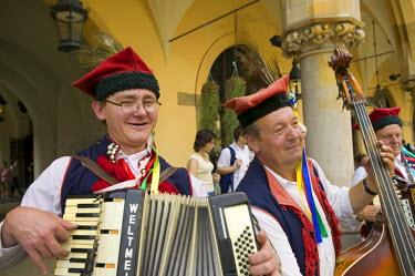 PL02015 Folklore musicians, Krakow, Poland