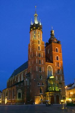 PL02016 Basilica of the Virgin Mary, Rynek Glowny, Grand Square, Krakow, Poland