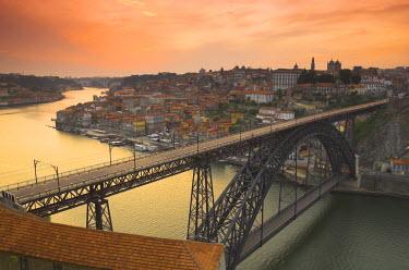 PT02033 River Douro & Dom Luis I Bridge, Porto, Portugal