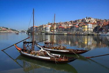 PT02045 Ponte de Dom Luis I & Port carrying Barcos, Porto, Portugal