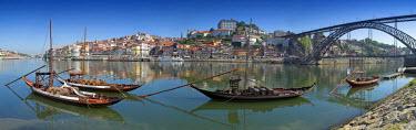 PT02046 Ponte de Dom Luis I & Port carrying Barcos, Porto, Portugal