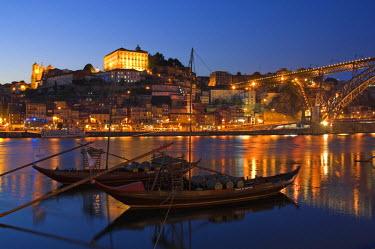 PT02053 Ponte de Dom Luis I & Port carrying Barcos, Porto, Portugal