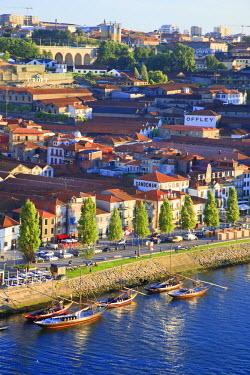 PT02093 Porto Lodges and Douro River, Vila Nova de Gaia, Porto, Portugal