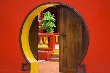 RE01043 Reunion Island, St-Pierre, Chinese temple doorway