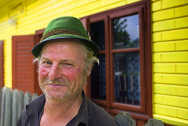 RM01050 Man in green hat, Romania, Moldavia