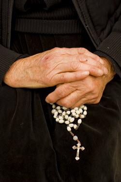 RM01207 Romania, Maramures, rosary