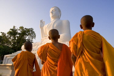 SL01025 The Great seated Buddha, Mihintale, Sri Lanka