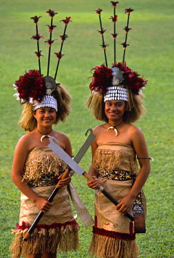 SM01003 Women in traditional costume, Samoa