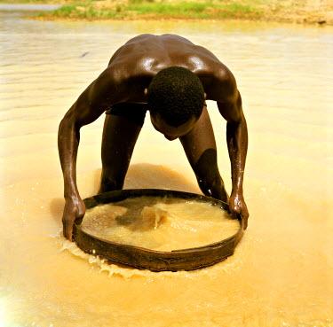 SR01014 Diamond Mines, Kono River, Eastern Sierra Leone