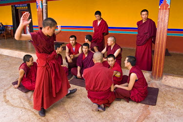 TB01053 Monks, Jhokang temple, Lhasa, Tibet