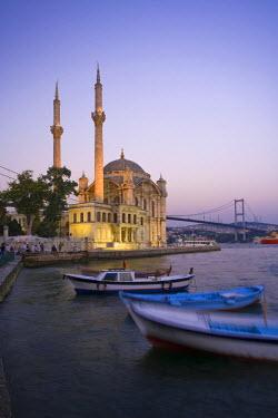 TK01168 Ortakoy Camii (Mosque) and the Bosphorus Bridge, Istanbul, Turkey