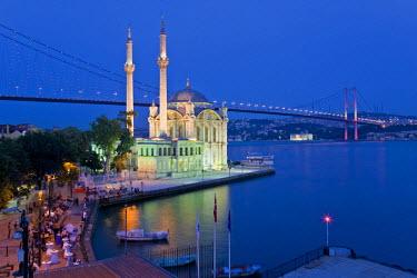 TK01200 Bosphoros river Bridge and Ortakoy Camii Mosque (Buyuk Mecidiye Camii), Ortakoy district, Istanbul, Turkey