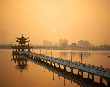 TPX1839 Lotus Lake / Nine Cornered Bridge & Wuli Pagoda / Dawn / Sunrise, Kaohsiung, Taiwan