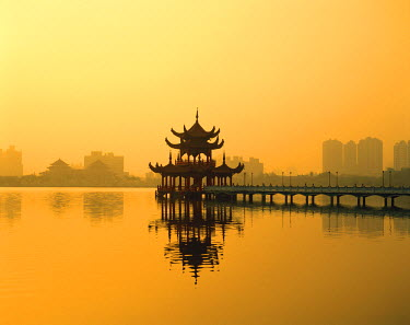 TPX1846 Lotus Lake / Nine Cornered Bridge & Wuli Pagoda / Dawn / Sunrise, Kaohsiung, Taiwan