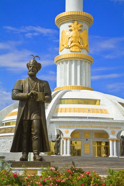 TR01010 Turkmenistan, Ashgabat, (Ashkhabad), Berzengi, Independance Park, The monument to the Independence of Turkmenistan