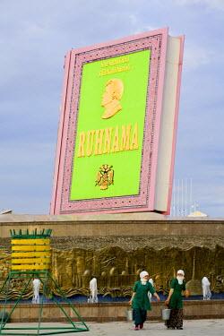 TR01015 Turkmenistan, Ashgabat, (Ashkhabad), Berzengi, Independance Park, Statue of Ruhnama Book