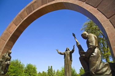 TR01018 Turkmenistan, Ashgabat, (Ashkhabad), Memorial statue
