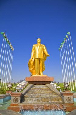 TR01020 Turkmenistan, Ashgabat, (Ashkhabad), gold statue of former presedent for life Saparmurat Niyazov - Turkmenbashi