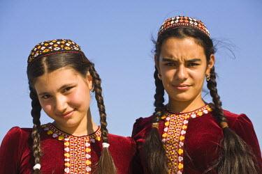 TR01023 Turkmenistan, Ashgabat, (Ashkhabad), 2 local girls