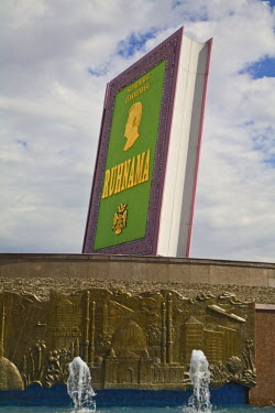 TR013RF Turkmenistan, Ashgabat, (Ashkhabad), Berzengi, Independance Park, Statue of Ruhnama Book
