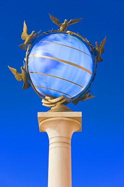 UA01069 Illuminated world globe in Maidan Nezalezhnosti, (Independence Square) Kiev, Ukraine