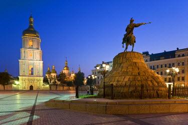 UA01084 St. Sophia Cathedral & Bohdan Khmelnytsky Statue, Kiev, Ukraine