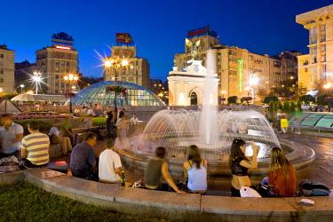 UA01089 The fountains in Maidan Nezalezhnosti, (Independence Square), Kiev, Ukraine