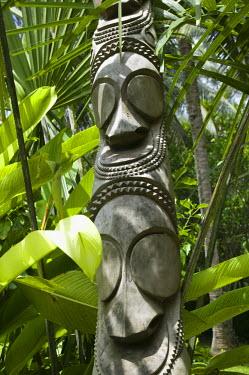 VA01026 Vanuatu, Efate Island Port Vila, Michoutouchkine & Pilioko Foundation Art Gallery-Island Art