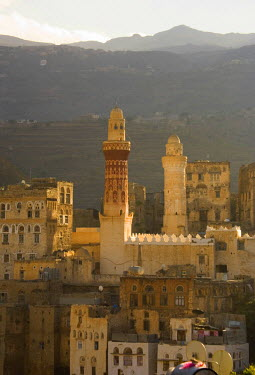 YM01029 Minaret, Queen Arwa Mosque, mountain village of Jibla, near Taizz, Yemen